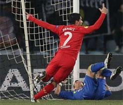 Liverpool striker Sturridge sprains ankle