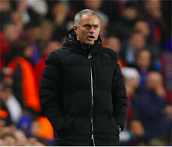 Mourinho plays down Chelsea trophy chances
