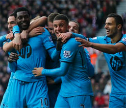 Sherwood gamble pays off as attacking Spurs win 3-2