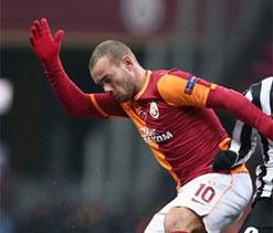 Wesley Sneijder denies Man Utd transfer rumours