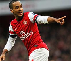 Walcott lifts Arsenal, Man City sink Liverpool