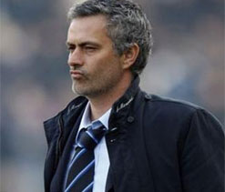 Mourinho challenges Chelsea stars to deal with pressure like Drogba, Ibrahimovic