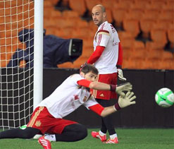 Liverpool goalkeeper Pepe Reina eyeing switch to Barcelona next summer