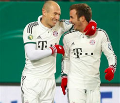 Robben scores, carried off in Bayern Cup win