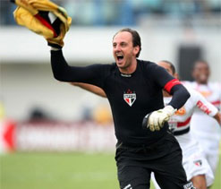 Goalie Rogerio Ceni to play 23rd season