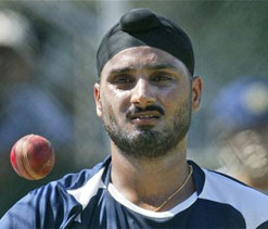 Can`t wait to bowl against Aussies: Harbhajan