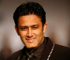 Anil Kumble says Tendulkar ``perfectly happy`` with Ponting leading Mumbai Indians in IPL