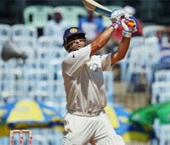 Dhoni breaks Sachin`s record of highest score by skipper