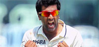 India vs Australia 2013: Hosts on threshold of big victory as Henriques fights on