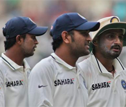 India vs Australia 2013: Should Ojha replace Harbhajan for 2nd Test?