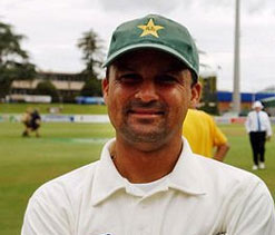 Whatmore should resign as Pakistan coach: Moin