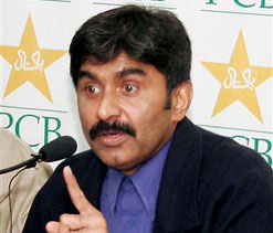Unhappy Miandad wants ICC to monitor pitches used in Tests