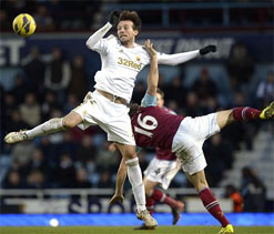 Andy Carroll strikes as West Ham beat Swansea