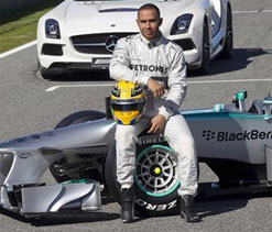 Lewis Hamilton vows to nag his way to success with new Mercedes
