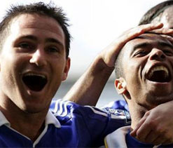 Cole hopes Chelsea team-mate Lampard 'stays back' in club
