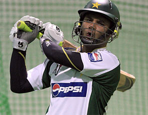 Imran Farhat to join Pak Test squad in SA