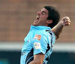 India is lucky to have Tendulkar and Dhoni: Moises Henriques