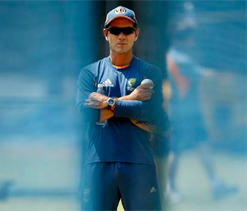 Justin Langer urges Oz selectors to avoid `chopping and changing`
