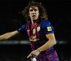 Barca captain Puyol undergoes knee surgery