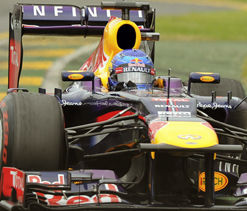 Sebastian Vettel grabs pole at Australian GP