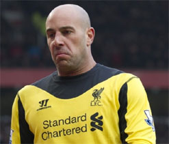 Liverpool goalkeeper Pepe Reina plays down move to Barcelona