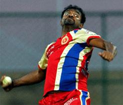 Muralitharan joins RCB training camp