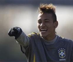 Neymar refuses to rule out summer move