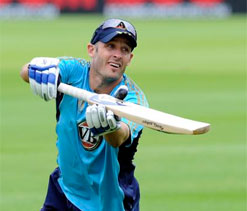 Hussey urges Australia to keep faith in current batsmen during India Test series