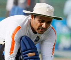 Virender Sehwag bats for 25 minutes at the Daredevils nets