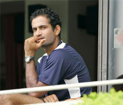 Irfan Pathan, new `Hindi teacher` of KP, Warner, Russell