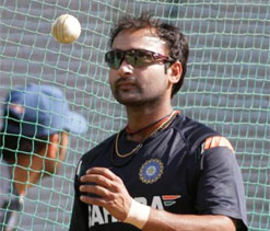 IPL 2013: Mishra`s third IPL hat-trick gives Hyderabad thrilling win
