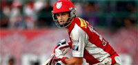 IPL 2013: Sunrisers beat Kings XI by 5 wickets to move to top spot