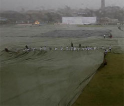 Summer showers halt IPL tie in Bangalore