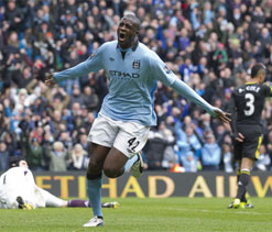 Yaya Toure set to stay on at Manchester City after agreeing to new deal