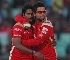 IPL 2013: Gayle, Vinay Kumar steal close win against Mumbai Indians