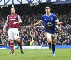 Everton beat West Ham in Moyes' last game under charge at home