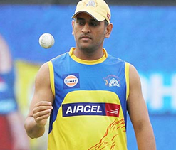 Dhoni did not tuck towel in trousers: Delhi Police