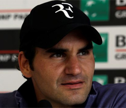 Federer warns against on-court phone usages