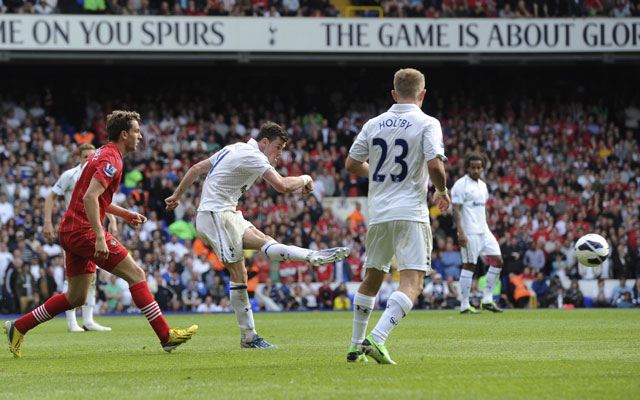 Gareth Bale's stunner keeps Tottenham's top-four hopes alive