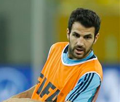 Wenger warns Manchester United: Fabregas will stay at Barcelona for `one more year`