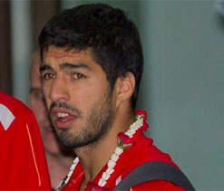 Angry Liverpool fans threaten Suarez with death on Twitter after Arsenal move rumours