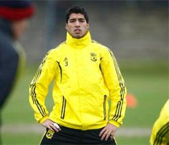 Chelsea boss Jose Mourinho eyeing 40 mln pound move for Luis Suarez: Report