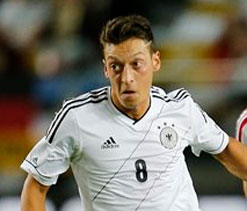 Ozil completes Arsenal move