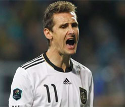 Germany striker Klose doubtful for World Cup qualifiers
