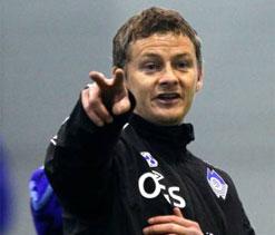 New Cardiff boss Solskjaer aims guns at Swansea