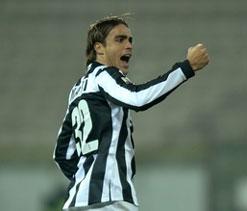 Matri double fires Fiorentina as Napoli held