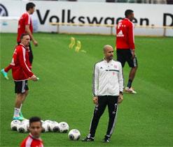 Bayern`s Guardiola demands full gas at Gladbach