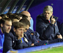Arsenal CEO says Wenger to stay at club