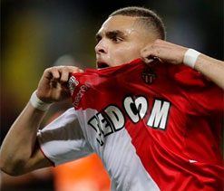 Kurzawa keeps Monaco in touch with leaders PSG
