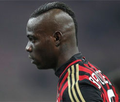 Police called as Balotelli scuffles with photographer